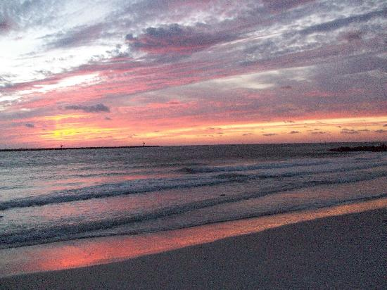 GulfView Hotel - On The Beach: Sunset on the Gulf