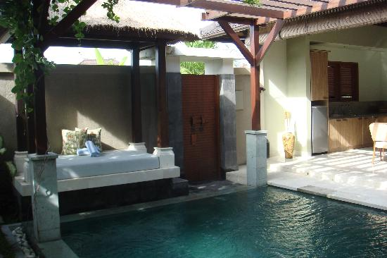 Disini Luxury Spa Villas: daybed