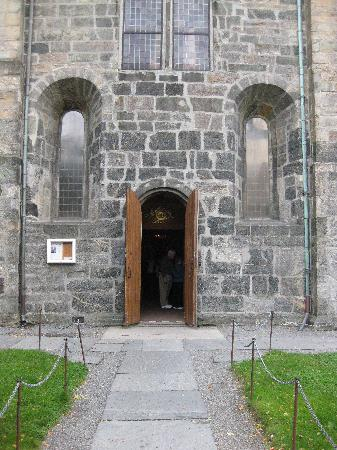 St. Mary Church: Front entrance