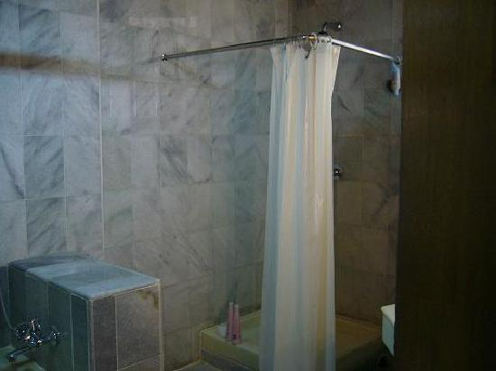 Melasti Legian Beach Resort & Spa: Shower