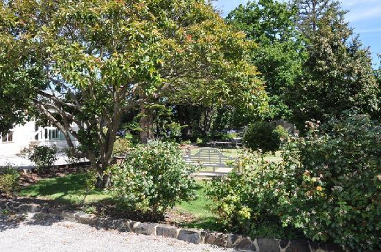 Glen Isla House: Pretty gardens