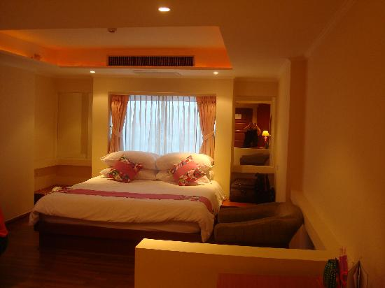 Hip Bangkok: bed in 708 (in front of window)