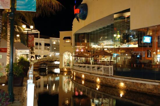 La Isla Shopping Mall Cancun Restaurants
