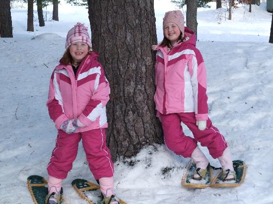 Pine Vista Resort: Snowshoeing on Christmas Day