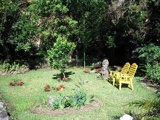 Boquete Garden Inn: One of the little gardens