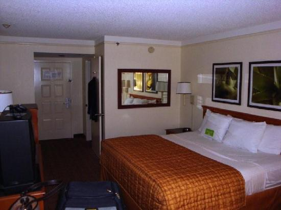 La Quinta Inn & Suites Ft Lauderdale Cypress Creek: Our room