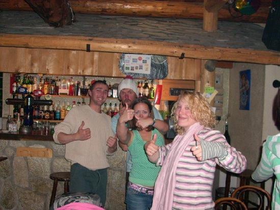 Greg's bar : Des potes devant le comptoir