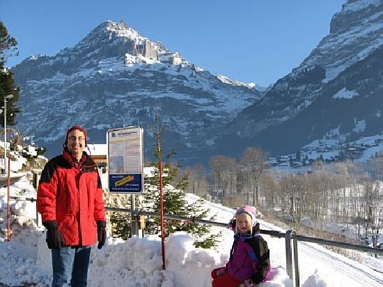 Chalet Gletschertal: Waiting for the Ski-bus
