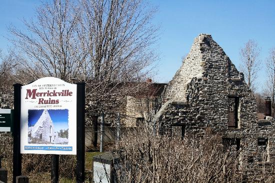 Merrickville, Kanada: Ruins with Sign