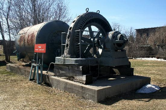 Merrickville, Canada: Old Machinery