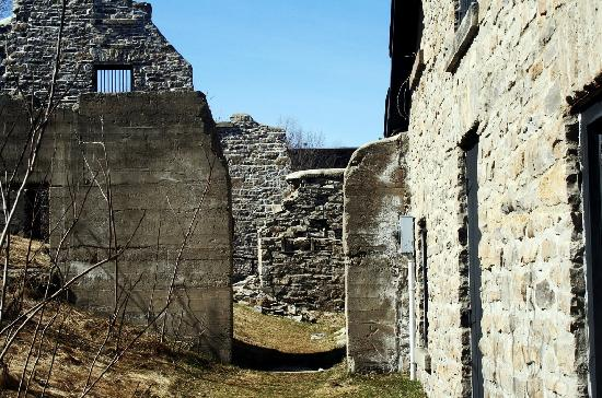 Merrickville, Kanada: Ruins from Below