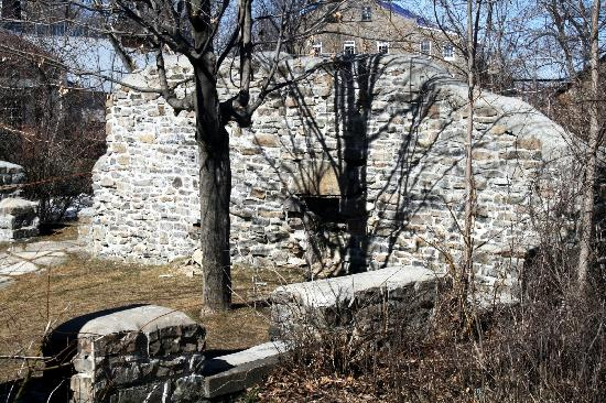 Merrickville, Canada: Ruins with Stone House