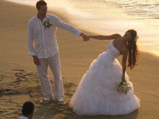 Casa Marina Beach & Reef: one of 3 weddings we saw during our weeklong stay