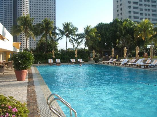 Swimming pool picture of mandarin oriental singapore for Pool garden marina mandarin