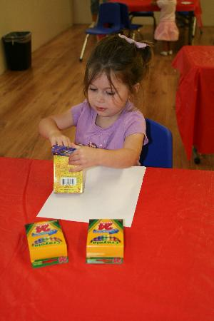 Hopscotch's Playplace: Coloring in the snack and craft area
