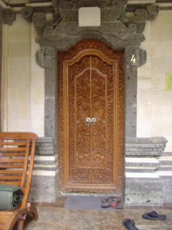 ซาเนีย บังกะโล: The door to our room