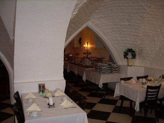 Mayfair Hotel Tunneln: The breakfast room in the cellar