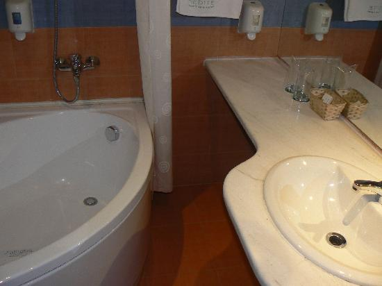 Sandanski, Bulgaristan: bathroom