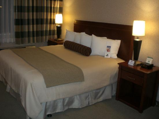Four Points by Sheraton Bellingham Hotel & Conference Center: Bed