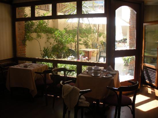 Hotel Remanso: rincón del bar con vista al patio