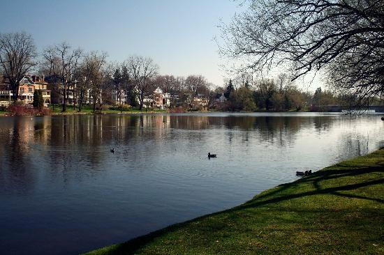 Stratford, Canadá: Al;ong the Avon 2