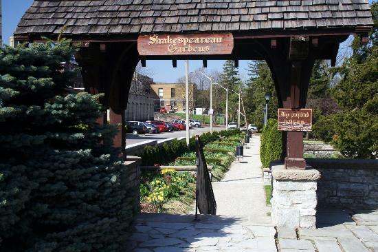 Stratford, Canada: Shakespearean Gardens Enntrance