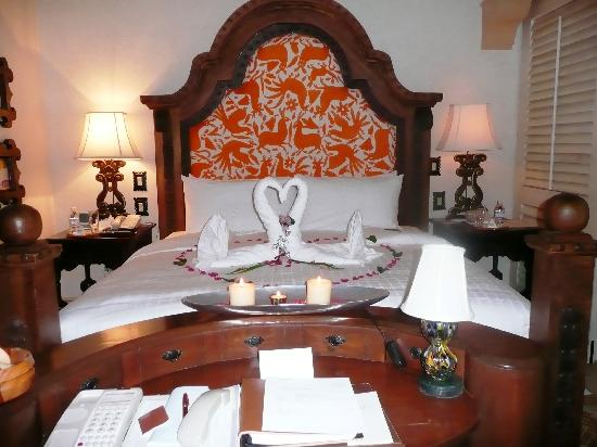 One & Only Palmilla Resort : Our bed - after we got engaged