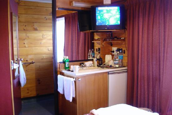 Whakapapa, Nouvelle-Zélande : bathroom door & tea facilities