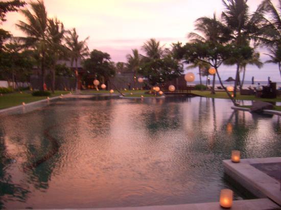 The Samaya Bali Seminyak : Pool at Sunset
