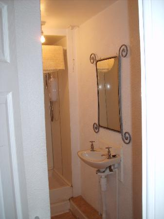 Merith House Hotel : Doppelzimmer mit WC und Dusche
