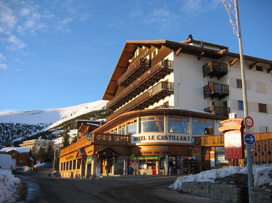 Hotel Le Castillan, with Alain Sports below right