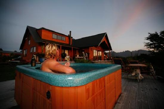 Birds Ferry Lodge: A evening dip in the hot tub