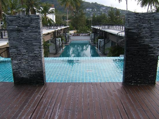 The Kris Resort: 1 of 2 rooftop pools @ studio rooms & 2 slate waterfalls that sheer 5m down slate wall 2 main po