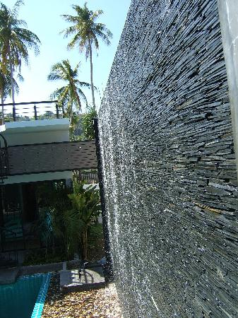 "‪‪The Kris Resort‬: 5x8m sheer slate waterwall runs into brand new 2009 ""studio block""s pool TASTY‬"