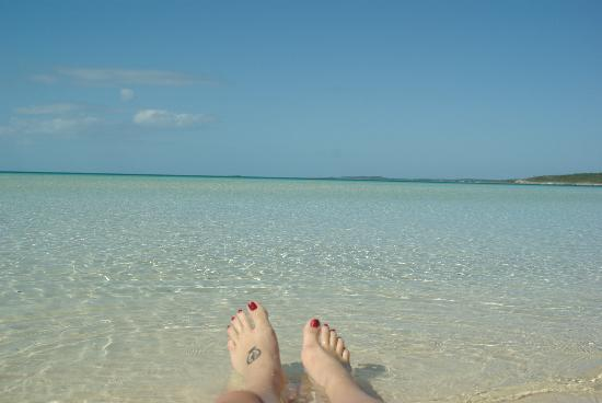 Governor's Harbour, Eleuthera: Ten Bay beach and my daughter's feet