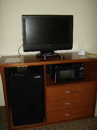 Holiday Inn Express Hotel and Suites Hardeeville-Hilton Head: LCD TV