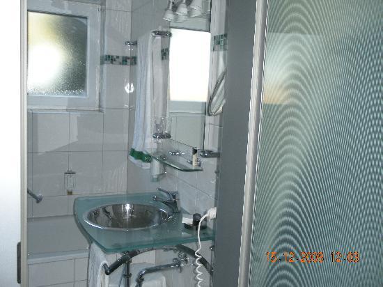 Atrium Hotel Mainz: the bathroom