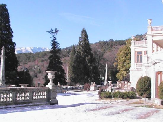 Yalta: Massandra Palace and grounds (Winter)