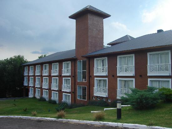 Howard Johnson Inn Villa General Belgrano: Frente del Hotel