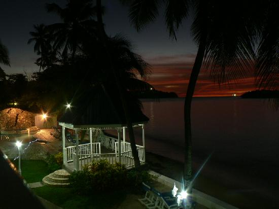 Villa Beach Cottages : Nightly view while dining on balcony.