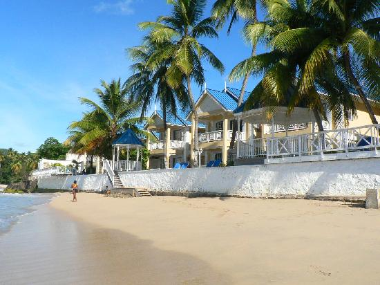 Villa Beach Cottages : Where's the beach?  Right outside your door!