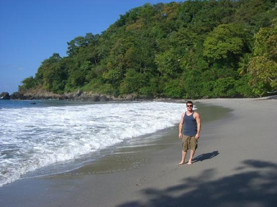 Arenas del Mar Beachfront & Rainforest Resort: Private Beach