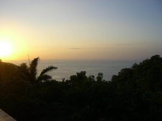 Arenas del Mar Beachfront & Rainforest Resort: Sunset