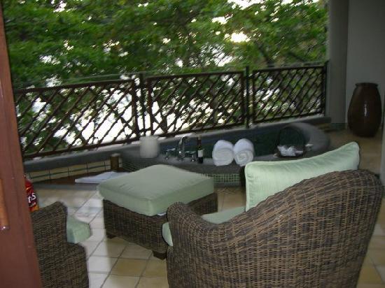 Arenas del Mar Beachfront & Rainforest Resort: Hot Tub