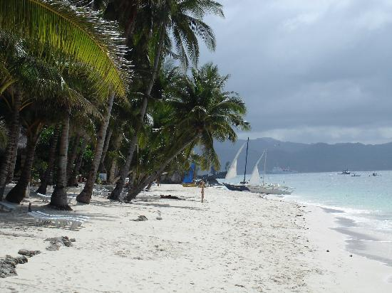 Hotel Isla Boracay-South: Our beach