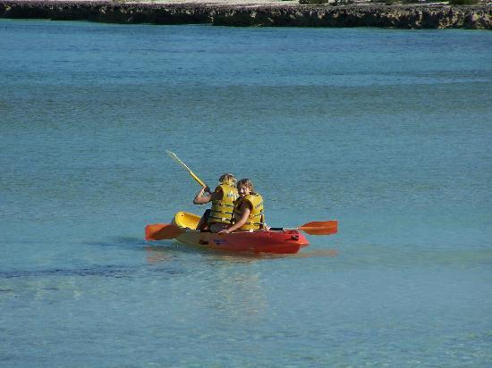 Brisas Covarrubias Hotel: Kayaks