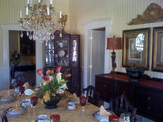 Robert Ruark Inn: The Gorgeous Dining Room