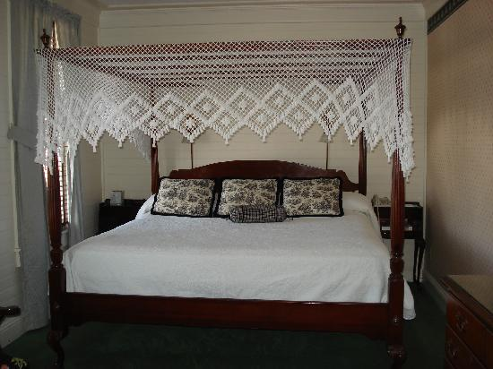 Gibson Inn: King Bed