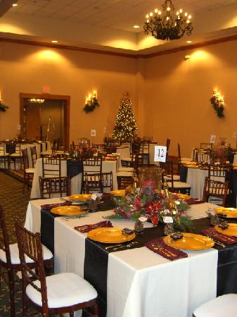 Hilton Garden Inn Kalispell: Ballroom set up for Gala