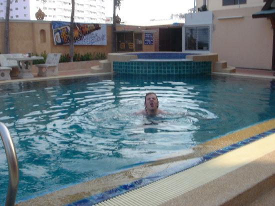 Skaw Beach Hotel: Swim club in the pool